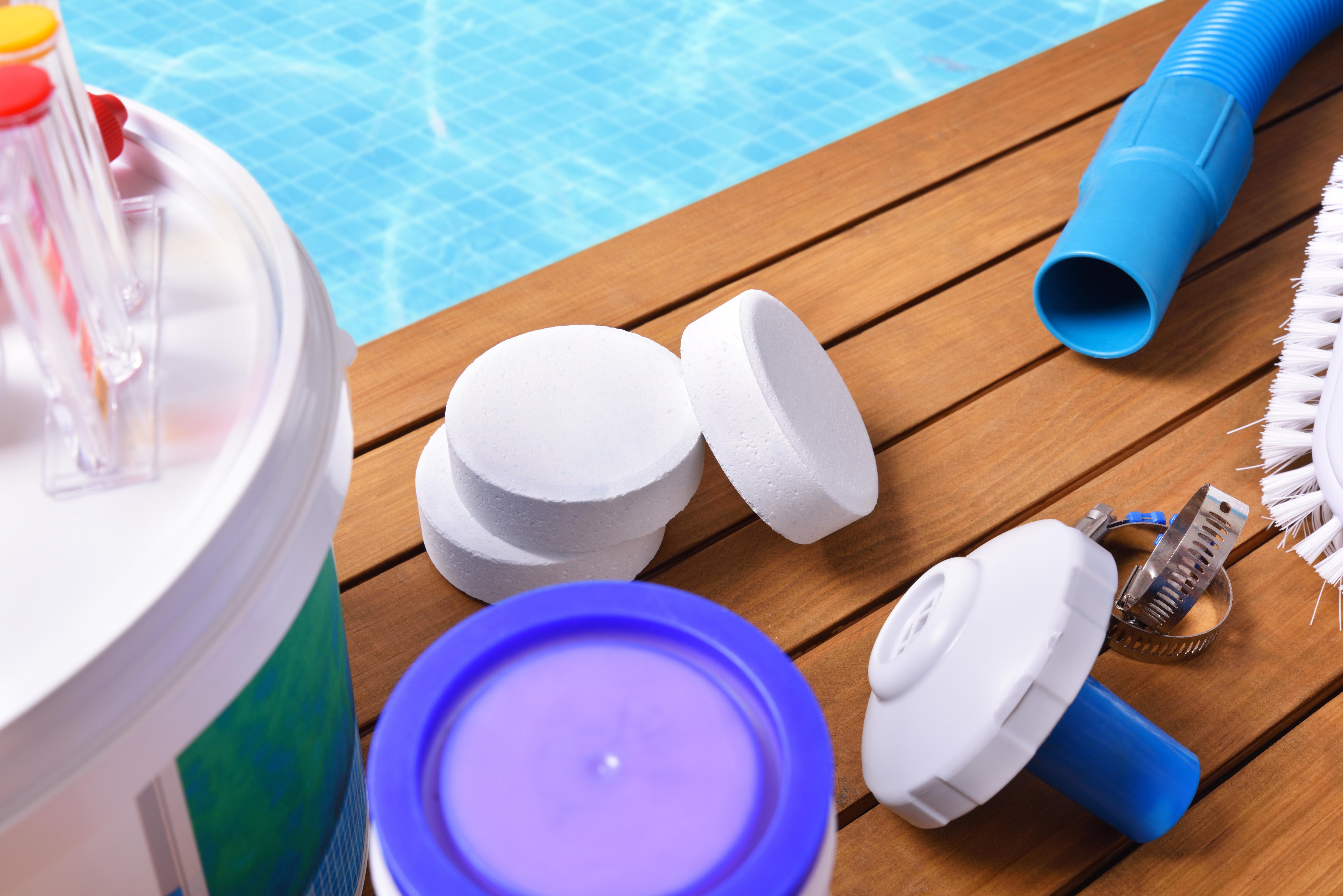 Materiel Piscine La Ciotat equipement pour entretenir sa piscine l'hiver et protéger l'eau