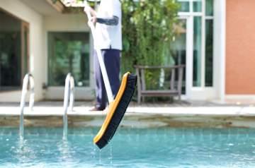 Les 5 solutions pour entretenir sa piscine sans produits chimiques