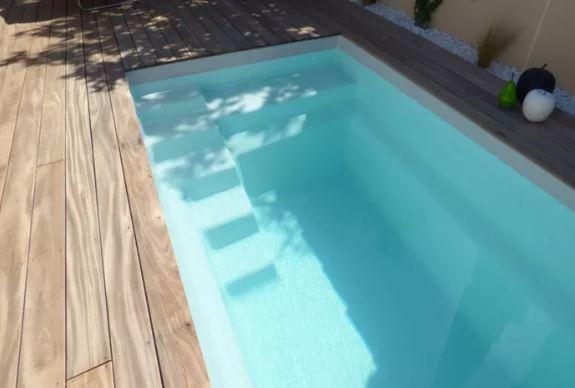 Starlite blanche avec terrasse bois